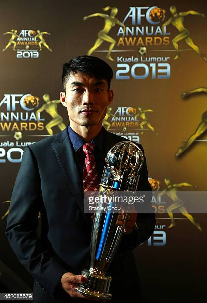 Zheng Zhi of Guangzhou Evergrande FC of China poses with the AFC Player of the Year 2013 Award during the 2013 AFC Annual Awards at the Mandarin...