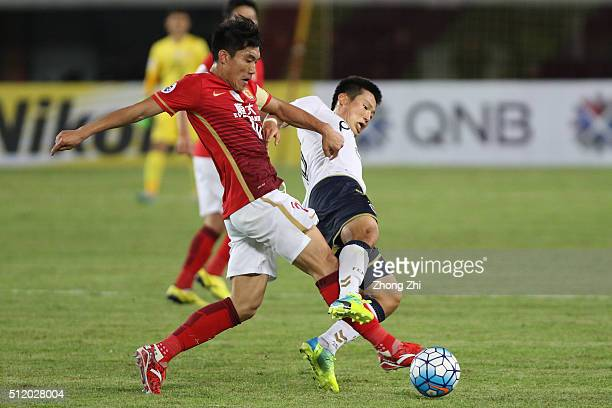 Zheng Zhi of Guangzhou Evergrande in action against Son Junho of Pohang Steelers during the AFC Champions League match between Guangzhou Evergrande...