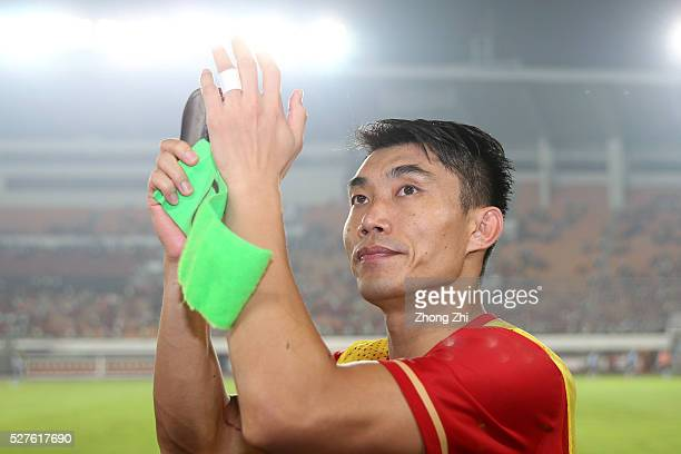 Zheng Zhi of Guangzhou Evergrande interacts with supporters during the AFC Asian Champions League match between Guangzhou Evergrande FC and Sydney FC...