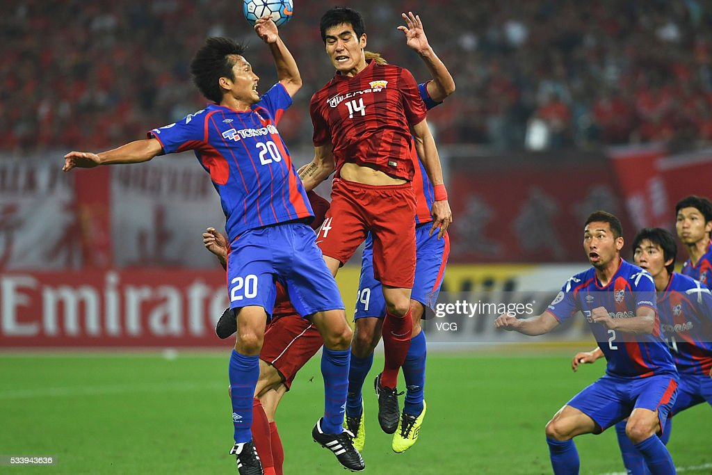 Zhou Jinrong #14 of Shanghai SIPG and <a gi-track='captionPersonalityLinkClicked' href=/galleries/search?phrase=Ryoichi+Maeda&family=editorial&specificpeople=2299016 ng-click='$event.stopPropagation()'>Ryoichi Maeda</a> #20 of FC Tokyo compete for the ball during the 1/8 match of AFC Asia Champions League between Shanghai SIPG and FC Tokyo at Shanghai Stadium on May 24, 2016 in Shanghai, China.
