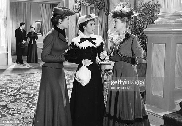 Ziemann Sonja *Schauspielerin Taenzerin Saengerin D mit Hertha Feiler und Fita Benkhoff in dem Film 'Opernball' 1956
