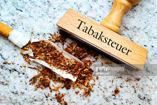 Zigarette und Stempel mit Aufschrift Tabaksteuer