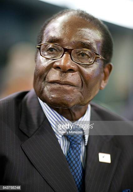 Zimbabwe President Robert Mugabe talks with his team during the second day of the FAO Summit in Rome capital of Italy on November 17 2009 World...