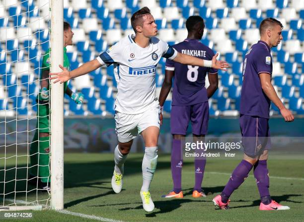Zinco Vanheusden of FC Internazionale Milano celebrates after scoring the opening goal during the Primavera TIM Playoffs match between FC...