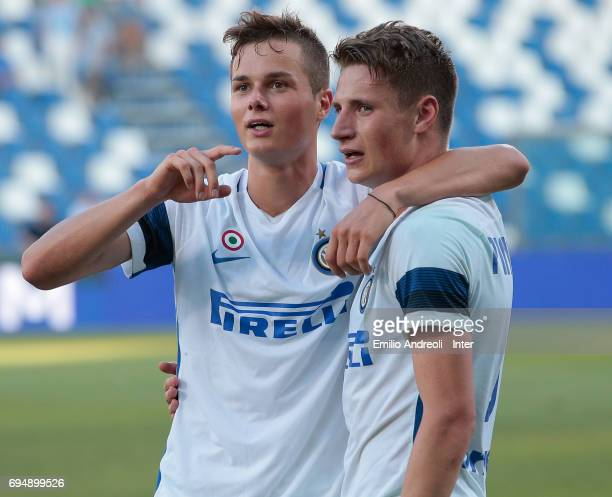 Zinco Vanheusden of FC Internazionale Milano celebrates the victory with his team mate Andrea Pinamonti at the end of the Primavera TIM Playoffs...