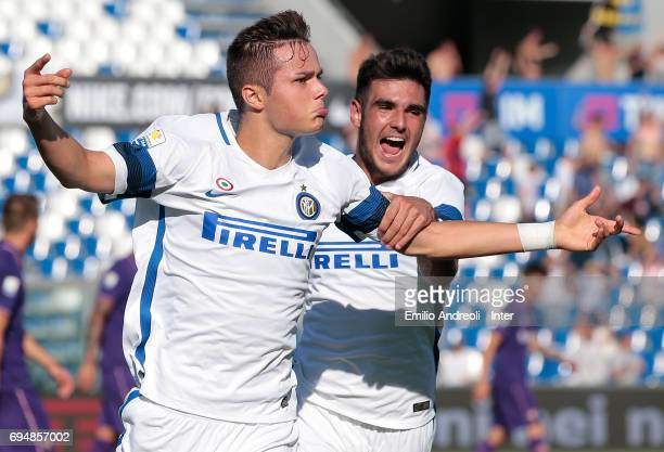 Zinco Vanheusden of FC Internazionale Milano celebrates with his teammate Matteo Rover after scoring the opening goal during the Primavera TIM...