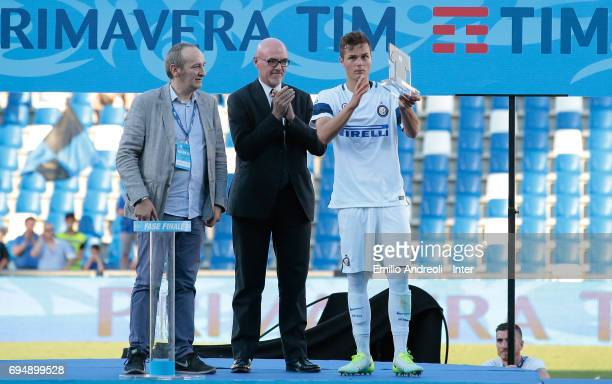 Zinco Vanheusden of FC Internazionale Milano lifts the MVP Final trophy following the Primavera TIM Playoffs match between FC Internazionale and ACF...