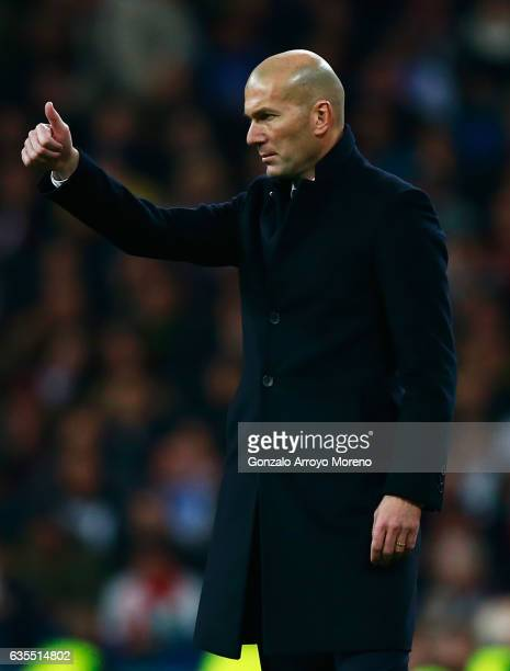 Zinedine Zidane head coach of Real Madrid gives a thumbs up during the UEFA Champions League Round of 16 first leg match between Real Madrid CF and...