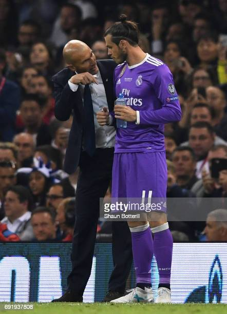 Zinedine Zidane Manager of Real Madrid gives instructions to Gareth Bale of Real Madrid during the UEFA Champions League Final between Juventus and...