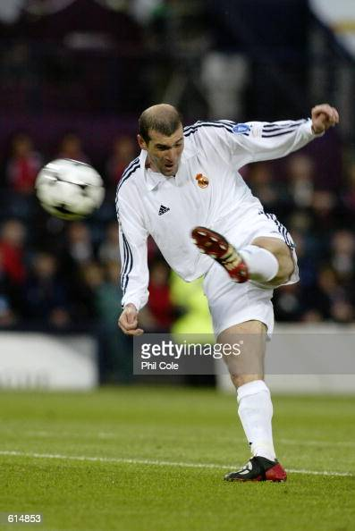 Zinedine Zidane of Real Madrid scores a wonderful goal during the UEFA Champions League Final between Real Madrid and Bayer Leverkusen played at...