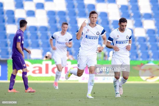 Zinho Vanheusden of FC Internazionale celebrates after scoring the opening goal during the Primavera TIM final between ACF Fiorentina and FC...