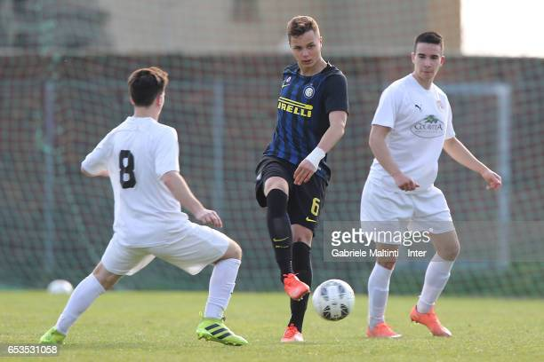 Zinho Vanheusden of FC Internazionale in action during the Viareggio juvenile tournament match between FC Internazionale and LIAC New York at Stadio...