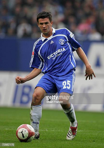 Zlatan Bajarmovic of Schalke in action during the Bundesliga match between Hamburger SV and Schalke 04 at the AOL Arena on October 14 2006 in Hamburg...