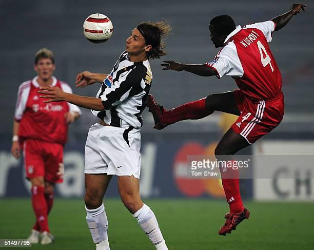 Zlatan Ibrahimovic of Juventus tussles with Samuel Kuffour of Bayern during the Champions League Group C match between Juventus and Bayern Munich in...