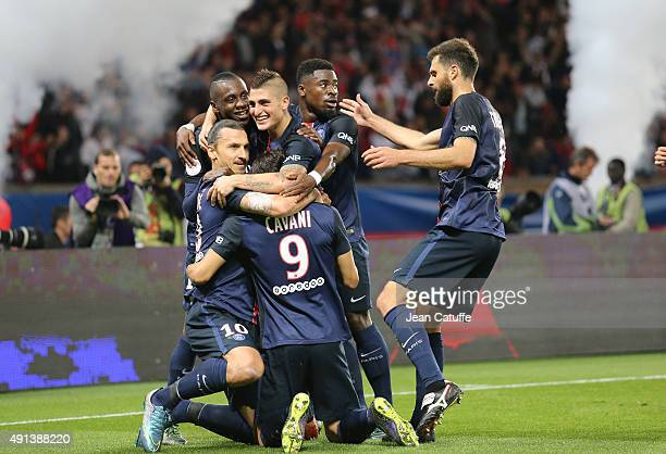 Zlatan Ibrahimovic of PSG celebrates his goal with Blaise Matuidi Marco Verratti Serge Aurier Edinson Cavani and Thiago Motta of PSG during the...