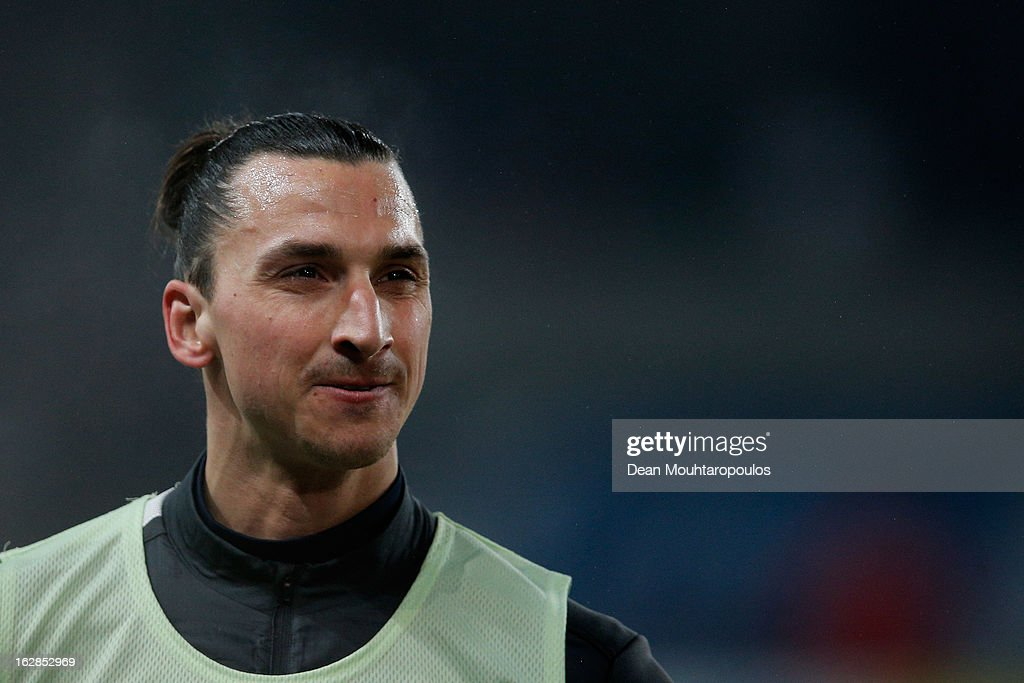 Zlatan Ibrahimovic of PSG warms up prior to the French Cup match between Paris Saint-Germain FC and Marseille Olympic OM at Parc des Princes on February 27, 2013 in Paris, France.