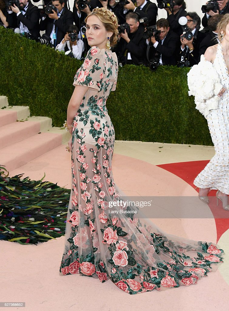Zoey Deutch attends the 'Manus x Machina Fashion In An Age Of Technology' Costume Institute Gala at Metropolitan Museum of Art on May 2 2016 in New...