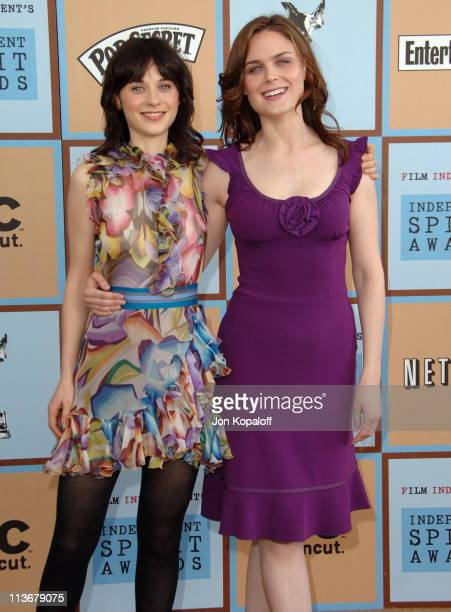 Zooey Deschanel and Emily Deschanel during Film Independent's 2006 Independent Spirit Awards Arrivals in Santa Monica California United States