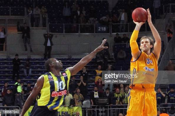 Zoran Planinic of BC Khimki Moscow competes with Romain Sato of Fenerbahce Ulker during the 20122013 Turkish Airlines Euroleague Top 16 Date 5...