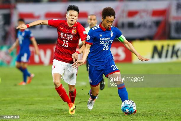 Zou Zheng of Guangzhou Evergrande and Yeom KiHun of Suwon Samsung Bluewings compete for the ball during 2017 AFC Champions League group match G...