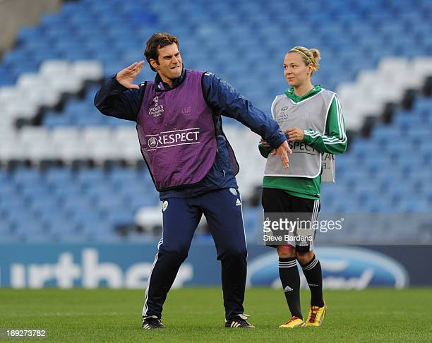 Zsanett Jakabfi of VfL Wolfsburg talks to her manager Ralf Kellermann during a training session ahead of the UEFA Women's Champions League Final at...