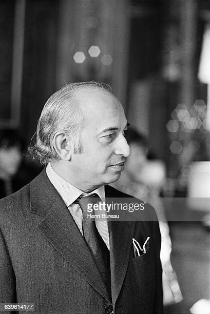 Zulfikar Ali Bhutto is invited to the Elysee Palace by French President Valery Giscard d'Estaing