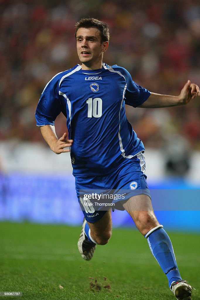 Zvjezdan Misimovic of Bosnia in action during the FIFA 2010 European World Cup qualifier first leg match between Portugal and Bosnia-Herzegovina at the Luz stadium on November 14, 2009 in Lisbon, Portugal.