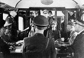 Zweiter Weltkrieg Waffenstillstandsabkommen im Wald von Compiegne Der Chef des Oberkommandos der Wehrmacht Generaloberst Keitel verliest die Präambel...