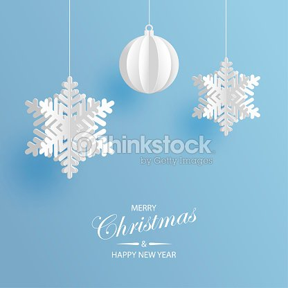 Abstract background with volumetric paper snowflakes and christmas ball. White 3D snowflakes and decorations. Xmas and new year card template. Winter paper art design : arte vetorial