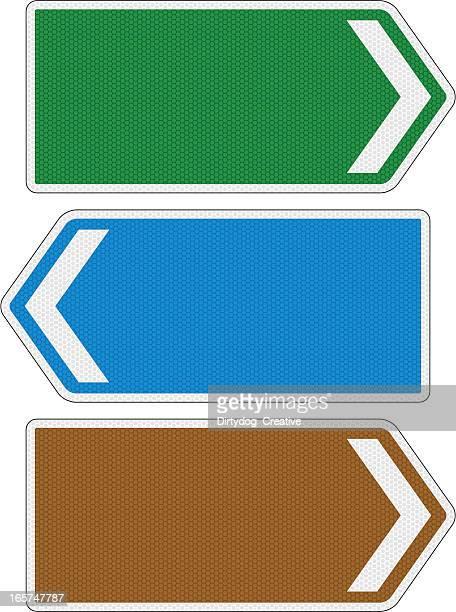 Leere multidirektionale Schilder mit Reflexion-Detailarbeit