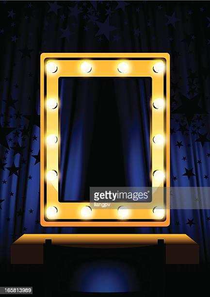 Blauer Vorhang & Spiegel