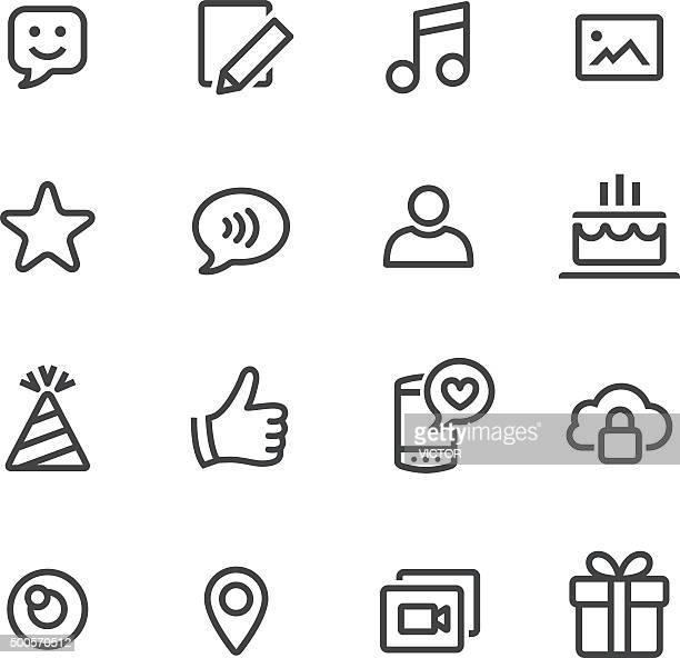 Communication et médias sociaux icônes-Série de ligne