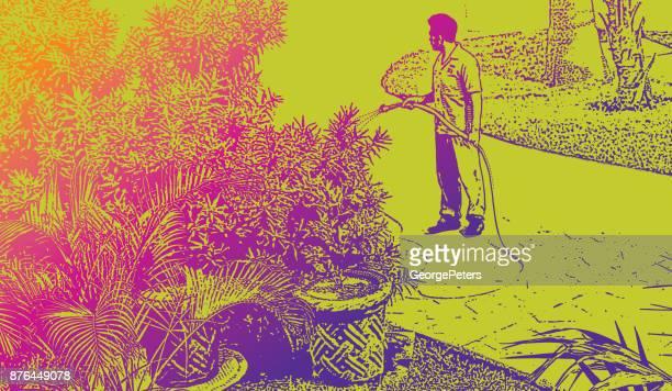 Entdecken Mexiko. Landschaftsgärtner Gartenbewässerung in ein Luxus-Urlaubsort an der Riviera Maya
