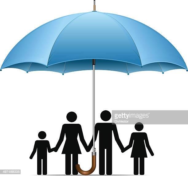 Familia bajo una sombrilla