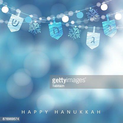 Tarjeta de felicitación azul de Hanukkah, invitación con la secuencia de luces, dreidels y copos de nieve. Decoración del partido. Fondo de ilustración moderna festivo vector borrosa para el Festival judío de la luz vacaciones : Arte vectorial