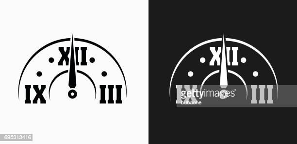 Minuit sur l'icône de l'horloge sur fond de Vector noir et blanc