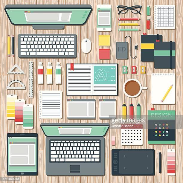 Vue aérienne d'un graphiste s'espace de bureau