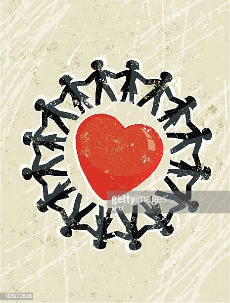 Catena di figure di carta uomo e donna in un grande cuore rosso