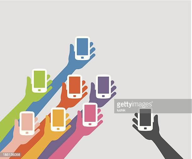 Alzate le mani tenendo il telefono