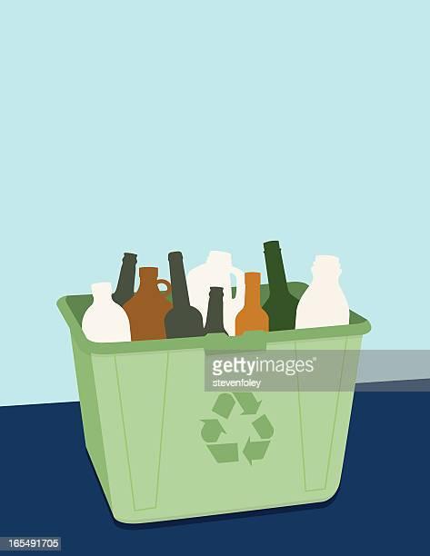 Recycling-Box mit Glas und Kunststoff-Flaschen