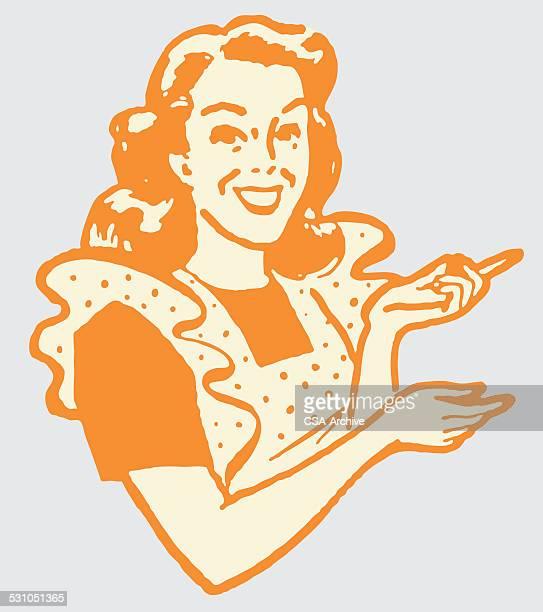 Femme souriante en tablier