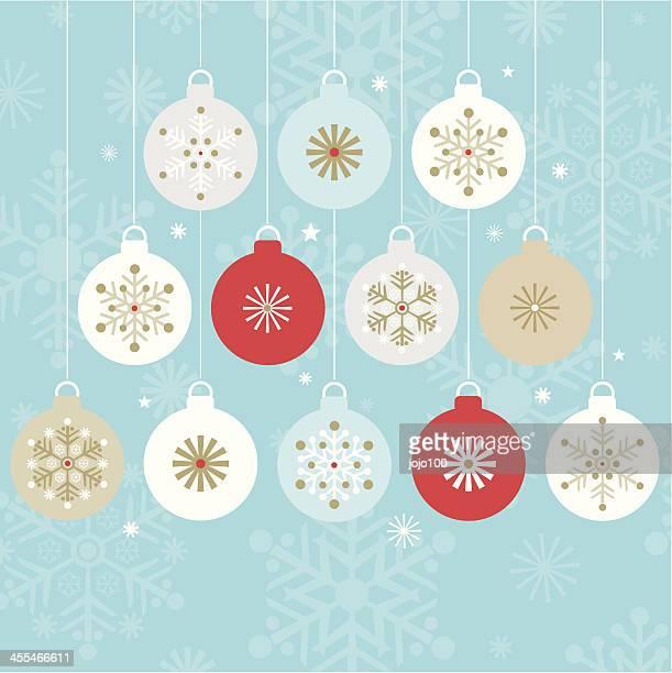Zwölf stilvolle hängen Weihnachtskugeln.
