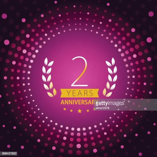 Twee jaar verjaardag pictogram met paarse kleur achtergrond
