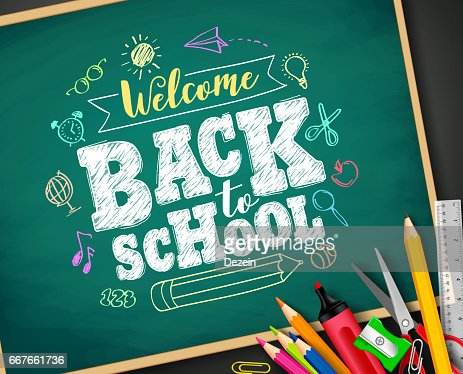 Welcome back to school text drawing by chalk in blackboard : Arte vettoriale