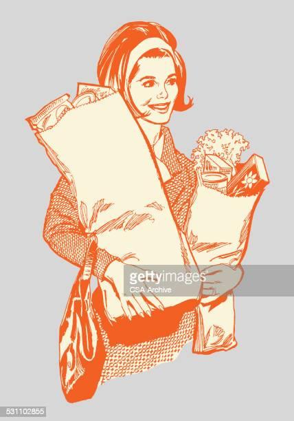 Femme porter les achats d'épicerie