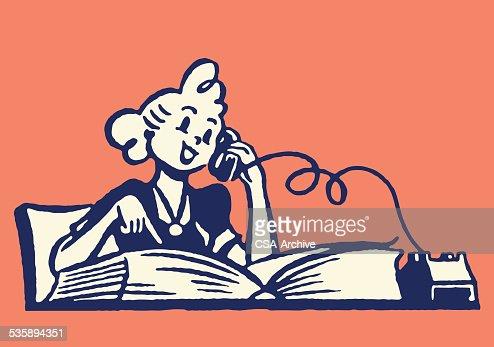 Donna su telefono con la rubrica del telefono : Arte vettoriale