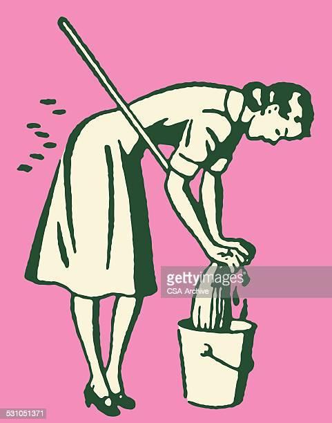 Femme avec serpillière et seau