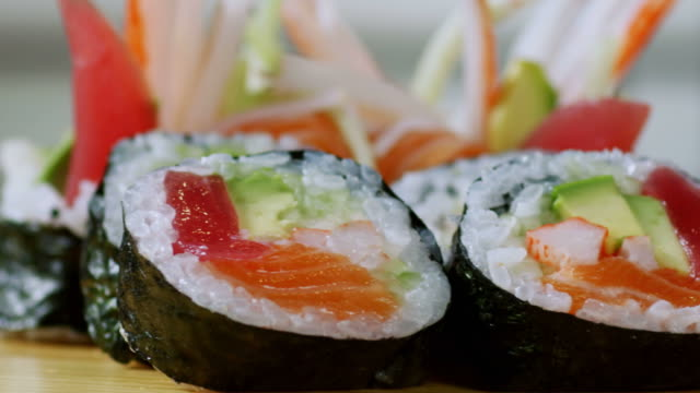 SUSHI ROLL-TROPICAL-1080HD