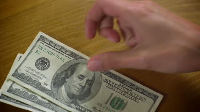 Banconote da 100 USD-OUT - 1080HD conteggiati