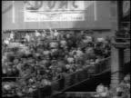 Yankee Roger Maris hitting home run to break Babe Ruth's single season record / newsreel